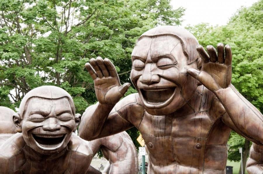 Să mai și râdem/Despre... distanțarea socială